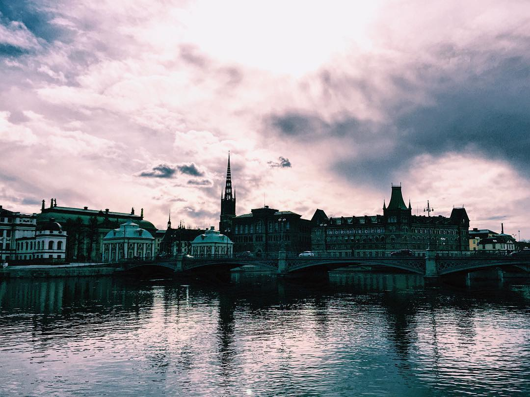 Lovely_sky___._._._.__stockholm__sweden__view__travel__travels__traveling__digitalnomad__travelgirl__travelalone___instaview__instaplace__instatravel__vscocam__WorldTravelIG__europe__arc